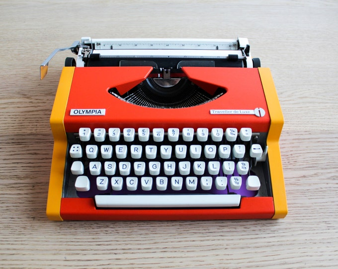 Typewriter.Company - Olympia Traveller typewriter - portable typewriter - working typewriter - gift
