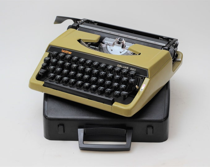 TYPEWRITER BROTHER 220 - perfectly working vintage typewriter - Professionally Serviced - gift for a writer