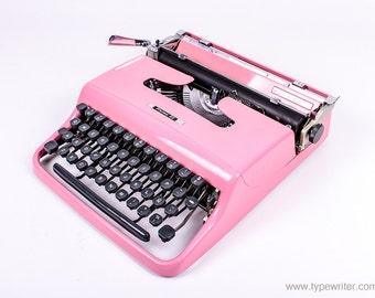 OLIVETTI PLUMA 22 perfectly working vintage typewriter - Professionally Serviced
