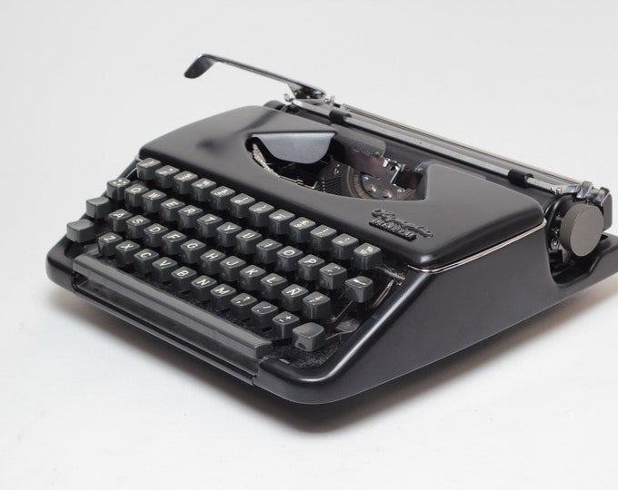 OLYMPIA Splendid 33 Portable and Manual Typewriter - Custom Made Black Colour - Qwerty Layout - Refurbished