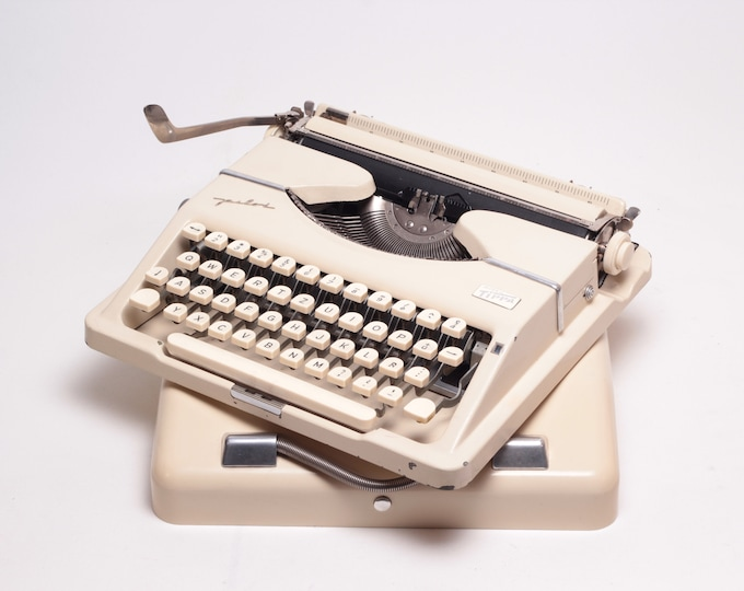GOSSEN TIPPA PILOT - perfectly working vintage typewriter - Professionally Serviced - gift for a writer