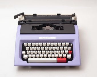 Olivetti Lettera 40/42 - lilac / black vintage typewriter - working typewriter - 1970s typewriter