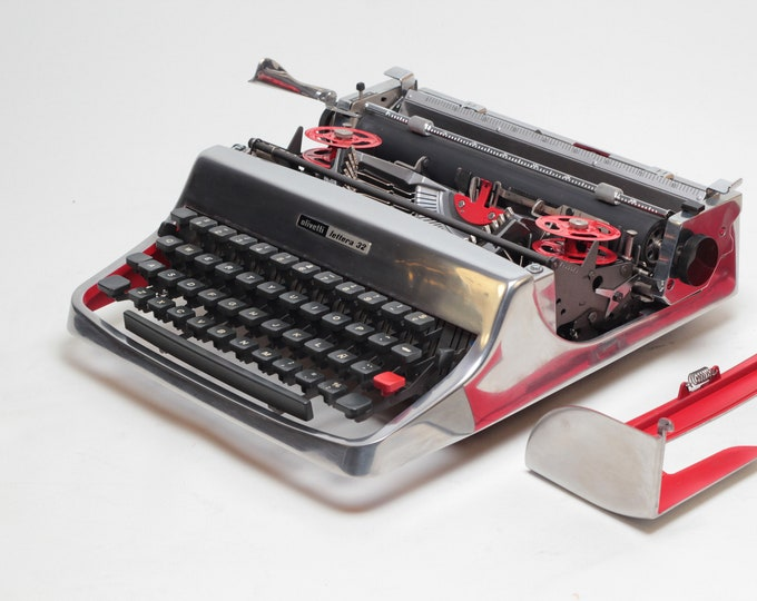 """LIMITED EDITION OLIVETTI Lettera32 """"chrome""""silver mint condition perfectly working typewriter- Professionally Serviced"""