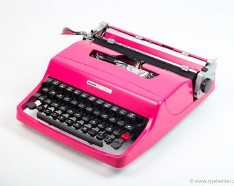 LADY GAGA'S PINK Olivetti Lettera 32 mint condition perfectly working typewriter- Professionally Serviced