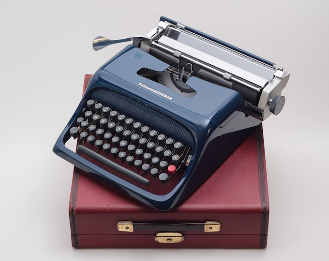 UNIQUE OLIVETTI STUDIO 44 - navy blue mint condition perfectly working vintage typewriter - Professionally Serviced