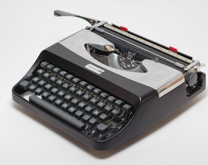 Typewriter.Company - Underwood 18 -  Vintage Portable  Working Typewriter - black&silver qwerty typewriter