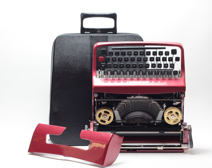 UNIQUE OLIVETTI LETTERA 32 - coral red mint condition perfectly working vintage typewriter - Professionally Serviced