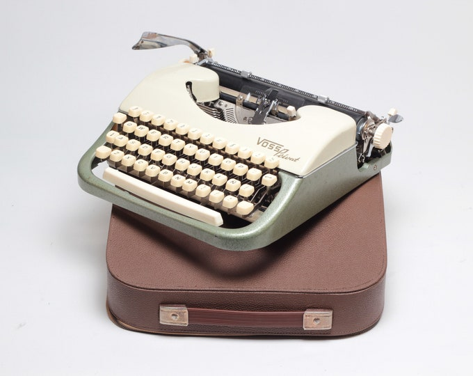 VOSS Privat - perfectly working vintage typewriter - Professionally Serviced by Typewriter.Company - vintage 1960s typewriter