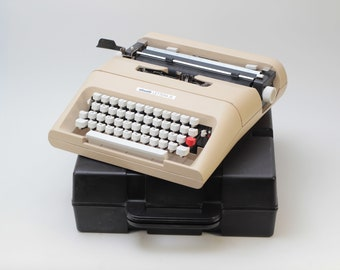 OLIVETTI LETTERA 35 -  perfectly working vintage typewriter - Professionally Serviced