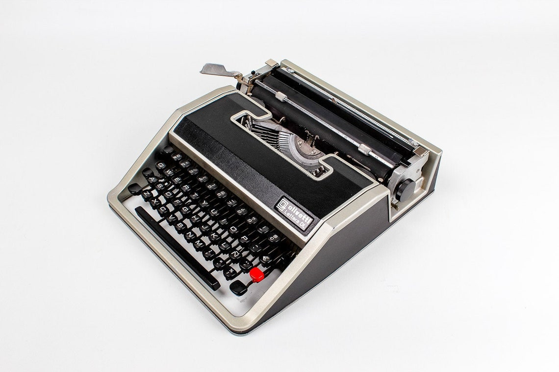 Olivetti Lettera DL Vintage Typewriter