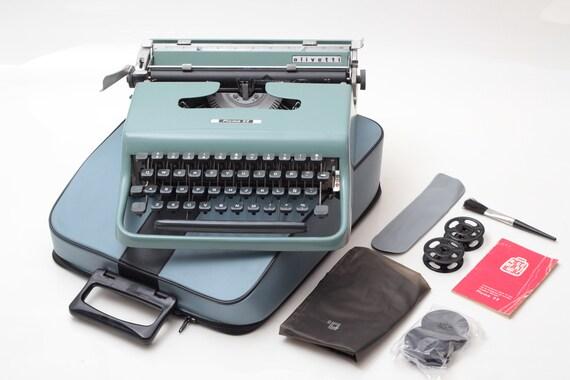 OLIVETTI PLUMA 22 - perfectly working vintage typewriter - Professionally Serviced by Typewriter.Company