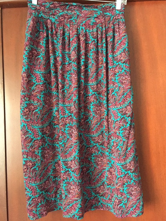 Floral print 80s skirt.
