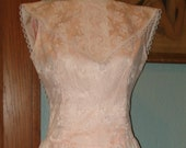 Vintage pastel pink white lace midi dress Size 10 big reverse collar fitted bodice Bridesmaid, Formal, Prom, Romantic