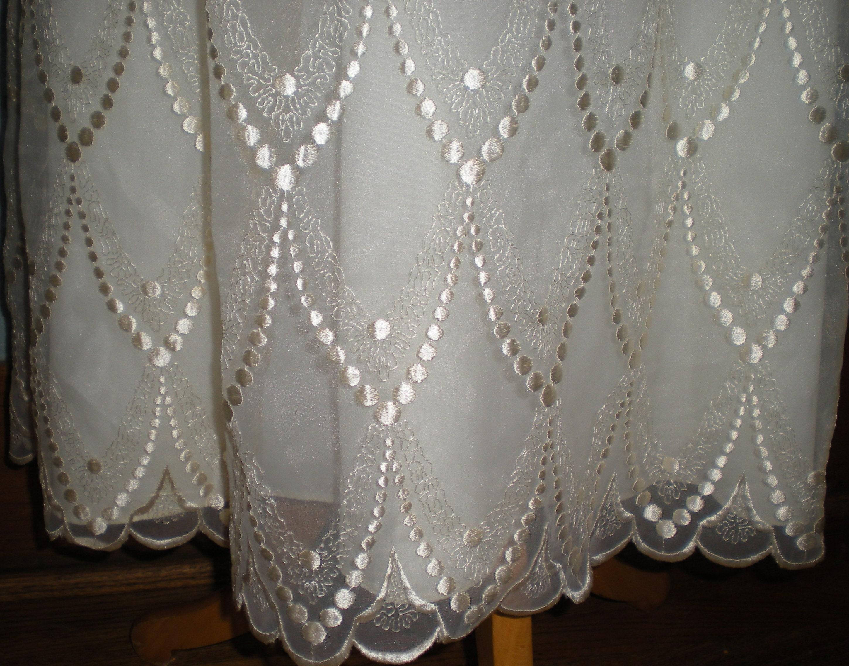 Beautiful Ivory Floral Chiffon Wedding Dress Size 10