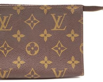 192c15d4ca43 Louis Vuitton Pochette Pouch Flat Cosmetic Monogram Canvas Clutch.  LUXCELLENT