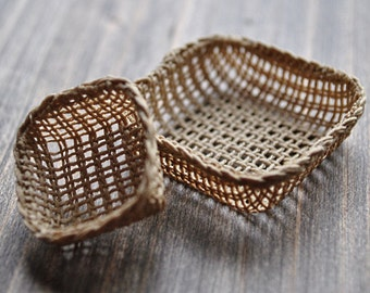 1:12th Scale Dollshouse Miniature Square Basket