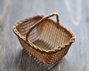 1:12th Scale Dollshouse Miniature Deep Shopping Basket