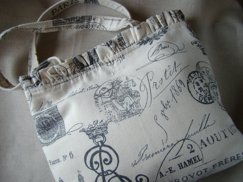 Handbag in French printed icons Ruffle Top Edge Tote Bag Magnetic Snap Closeur Cotton fabric