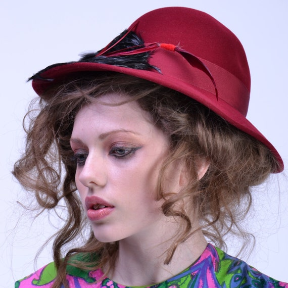 vintage 70s MR JOHN Wide Brim Hat   Red FEATHER Ra