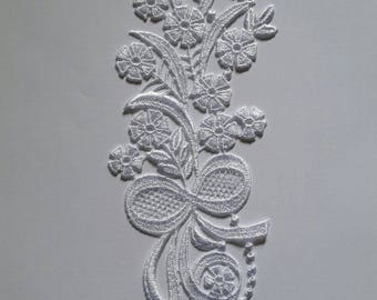 1 28 cm X 8 cm white Venice guipure lace applique