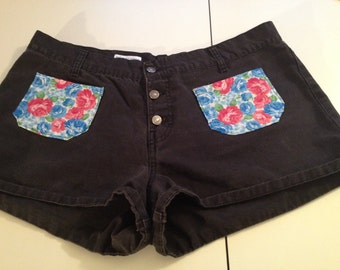 Jordache Size 17/18 Shorts/Floral/Short shorts/Black/Festival