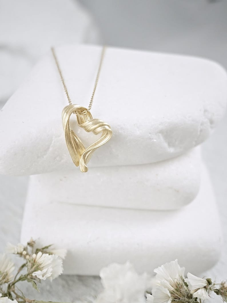 Cute Dainty necklace Gold Heart Necklace Valentine Gift for her
