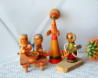 Wood dolls figures wooden Kokeshi set of 3 dolls Ethnic Folk Art Doll Wood dolls family nursery room decor baby shower gift