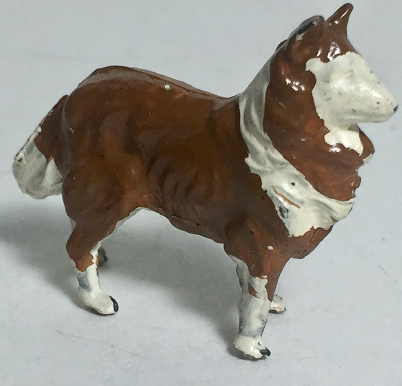 Britains Sheep Dog Brown White # 513 Lead Putz Animals  LTD England  Collectible Miniature Vintage