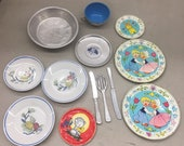 vintage 13 pieces 1970s coffe pot confetti Childs tea coffee cup set tin litho plates cooking kitchen play set ohio art
