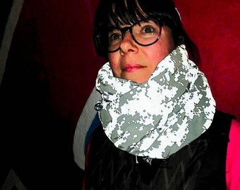 Mobius infinity reflective scarf