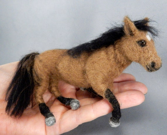 Dein Pferd gefilzt genaue Nachbildung nadelgefilztes Pferd