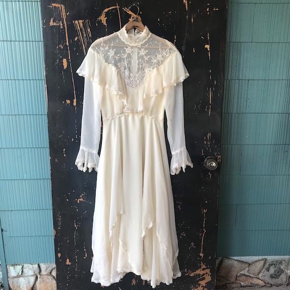 Vintage 60's/70's White Lace Gothic Prairie Weddin