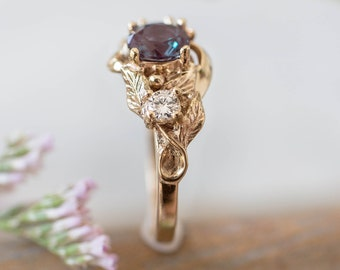 Alexandrite and diamonds engagement ring, three stone ring, yellow gold, unique ring for woman, leaf engagement, leaves ring, nature ring