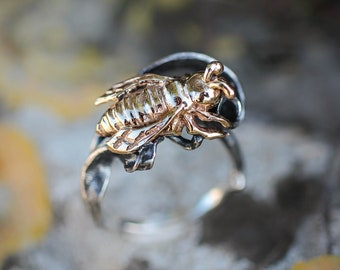 Sterling silver ring with gold bee, unique ring for woman, nature jewelry gift, handcrafted statement ring, insect ring, bee jewelry