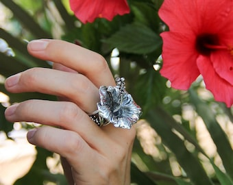 Hibiscus flower ring in sterling silver, handmade statement ring, gift for woman, nature inspired jewelry, unique ring, large silver ring