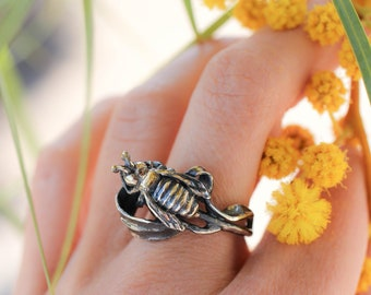 Sterling silver bee ring with gold plating, unique ring for woman, nature jewelry gift, handcrafted statement ring, insect ring, bee jewelry