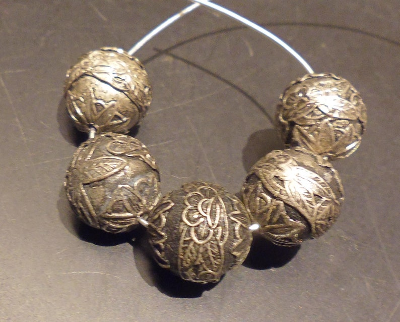 One M 4 vintage silver plated ornate floral motif bead 15 mm