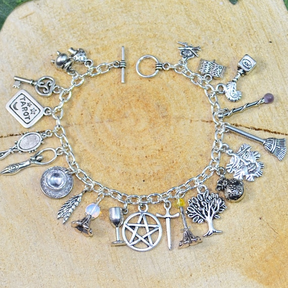 Cat lover gift Hedge witch Cat bracelet Triquetra jewelry Witches/' Familiar Wiccan bracelet Witchy things Celtic cross Rule of Three
