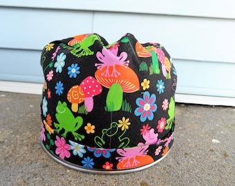 Women's Pixie Style Scrub Hat **Flawed Fabric** (Groovy Frogs)