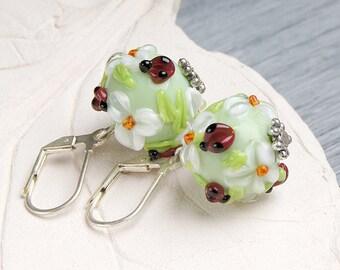 White flowers ladybug lampwork earrings, glass flowers earrings, white flowers earrings, floral earrings, nature earrings, blossom earrings