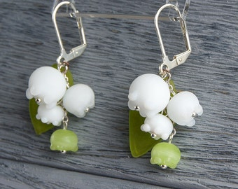 May lily lampwork earrings, Lily of the valley earrings, white flowers earrings, white green earrings, spring earrings, blossom earrings