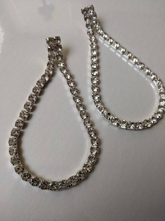 Vintage 1980s teardrop rhinestone dangle earrings