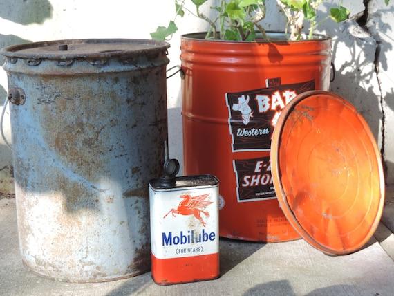 Vintage Oil Gas Can Industrial Surplus Large Old Metal Bucket Salvage  Surplus Yard Garden Decor Rustic Metal Can Film Shop Photo Prop