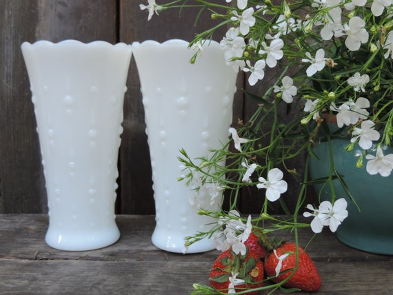 Vintage Anchor Hocking White Milk Glass Vase Tear Drop /& Pearl Pattern 1960/'s