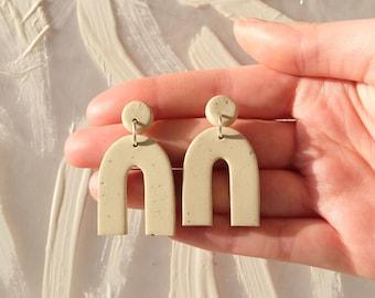 Sand Beige arch earrings, Minimalist polymer clay earrings, Grante speckle stud earrings