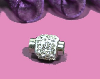 round magnetic clasp with silver rhinestones 15x10mm