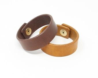 Plain leather wristband