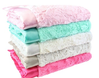 Luxe Bella Plush Blankets - Pink Mint Collection
