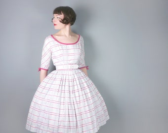 50s CHECKED cotton day dress in white, red and black - CINCH belt and full skirted - Mid Century New Look style dress by Miss London - S
