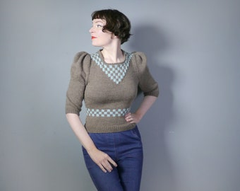 HANDKNITTED 30s 40s style jumper in grey-brown WOOL with blue CHECKERBOARD pattern - homefront / landgirl puff sleeve winter sweater - s-m